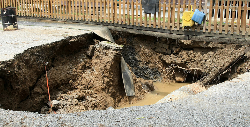 Sinkholes such as this are common in Florida. Image courtesy of Rob Melendez