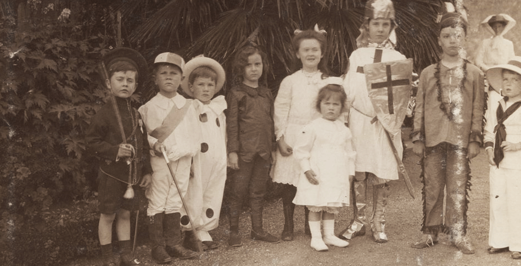 Childrens party at Macedon (1914). Image: SLV.