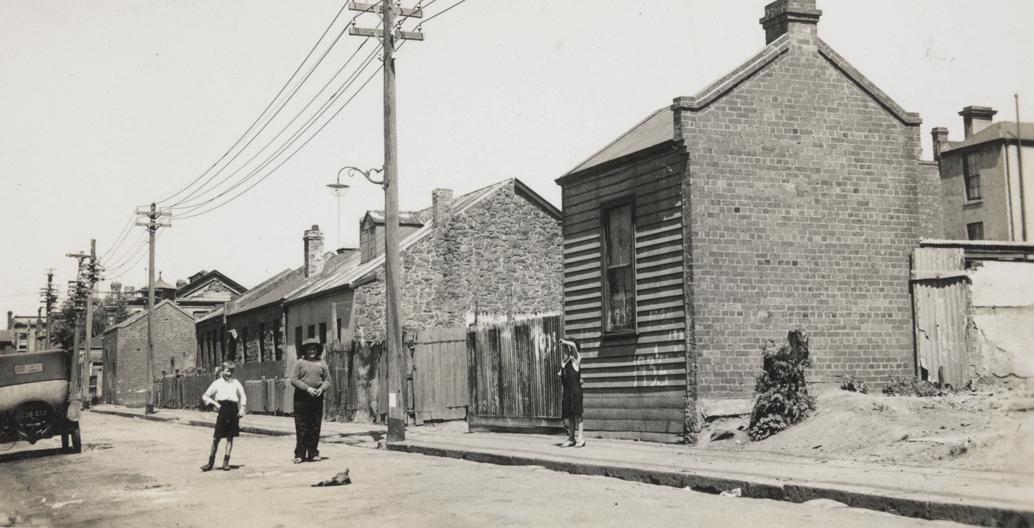 Children in Little Oxford Street, Collingwood. Image: SLV.