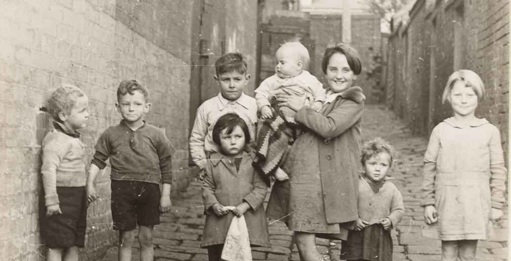 Group of children in Erskine Place, North Melbourne. Image: SLV.