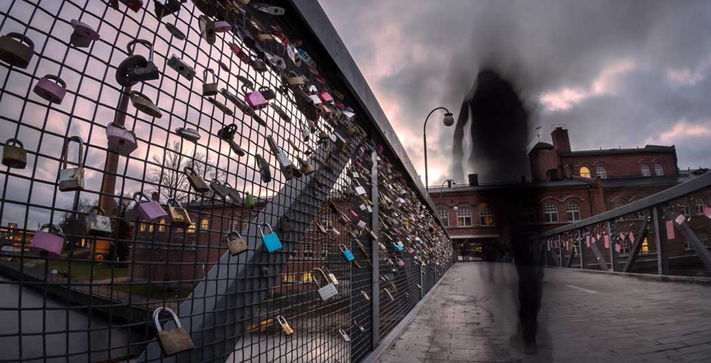 Lovers' locks are not longer permitted on city bridges for fear of their weight. Photo: Joakim Honkasalo