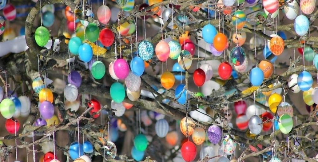 The largest recorded Easter Egg tree was a pecan tree containing 82,404 painted hen eggs in Brazil. March 2017