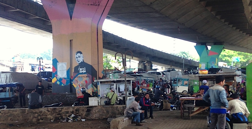 The Pasupati overpass in Bandung, Indonesia attracts a wide range of street vendors, activating an otherwise dead space beneath. It holds social and cultural value for surrounding residents. Photo: Tahj Rosmarin