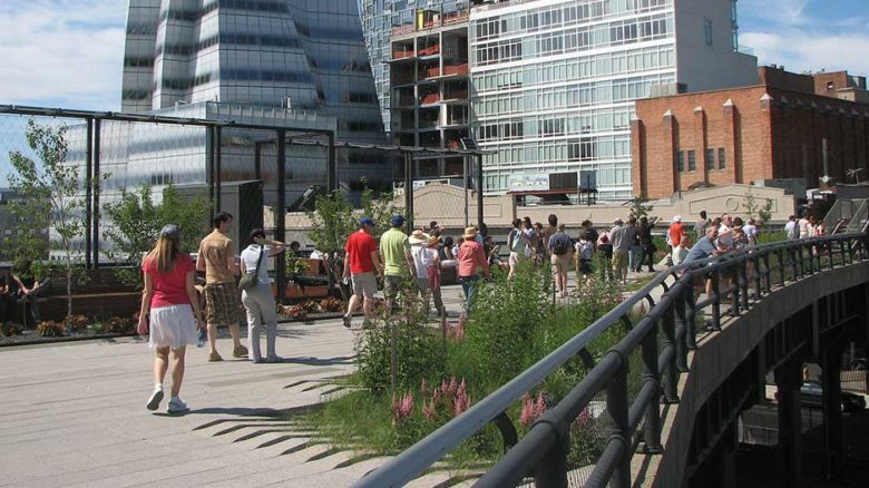 The High Line in New York is a public space that needs private support to survive. Image: David Berkowitz (cropped)