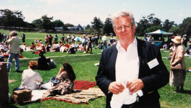 Jack Mundey at the Help Save Our Public Housing Rally in The Domain, Sydney, 1997. Image: City of Sydney Archives, photographer unknown.